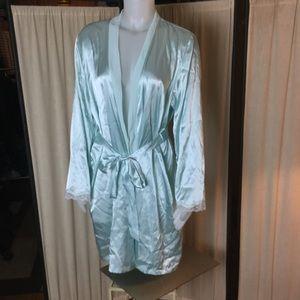 "Apt 9 ""satin like"" robe XL"